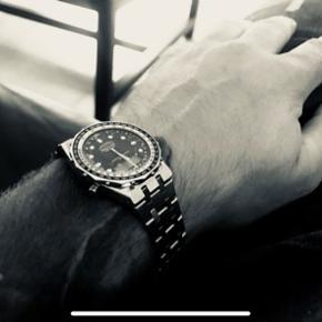 Breitling navitimer   Virker ikke, skal til urmager. Men i sindssyg flot stand. Er fra 1984