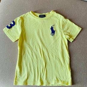 Flot ny t-shirt  Lækker frisk farve  Brugt få gange