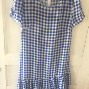 Smukkeste kjole , brugt 1 gang få timer .  Nypris 800kr Se venligst billeder for mere information