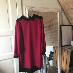Sælger denne super fine kjole (sort bagpå) Str 42 Køber betaler fragt 😜🌻
