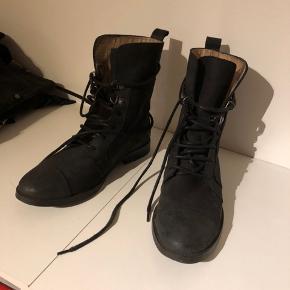 Super fine støvler.  Brugt max. 10 gange