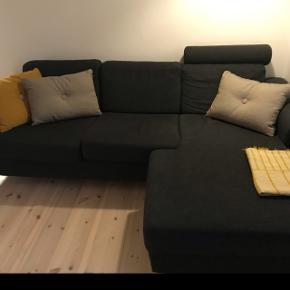 Grå sofa med chaiselong i rigtig pæn stand, sælges til 2250 kr. pga. flytning.  Afhentes på Frederiksberg, København senest d. 20/6-19.