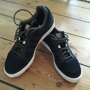 Varetype: Sneakers Farve: Ukendt  Adidas Norse Projects sneakers. Str. 38 2/3, men synes de ee lidt små id et. Brugt fem gange. Nypris 1.099kr.   Byd endelig. Mindste pris 350kr.  Min mindste pris er 450kr.