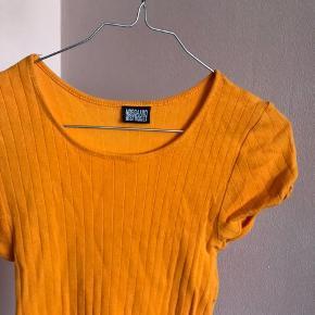 Meget sød T-shirt fra Mads Nørgaard. Køber betaler fragt🧡