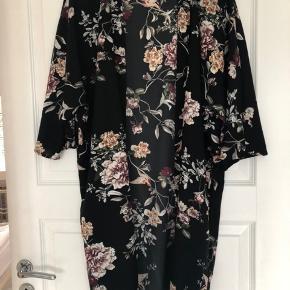 Sød kimono i mærket pigalle fra Only Aldrig brugt Stylenavn PGStella