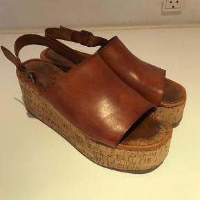 De fedeste sandaler.  De trænger til en forsåling, men fejler ellers ikke noget.