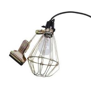 Hay Clip Lamp.  2 stk. haves - sælges kun samlet (uden pærer).  Har ligget i skabet meget længe. Pæn stand, den ene har, så vidt jeg husker, slet ikke været brugt.  Bytter ikke.  MP: 300kr. for begge. Dette er eksklusiv evt. porto.