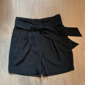 Shorts med bindebånd i taljen  |  Kun prøvet, sælges da de er for store