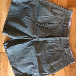 Super fede christian Dior shorts. Skriv for flere billeder