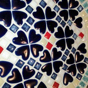 Fedeste fad med mosaik. Feljfrit Ø 23 cm. Befinder sig Odense S