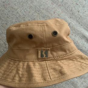 Asivik hat & hue