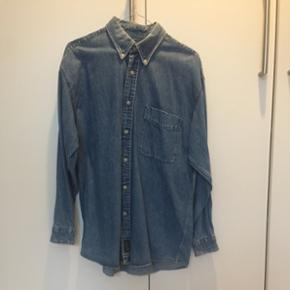 Vintage denim skjorte. str. medium
