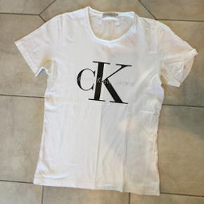 Calvin Klein t shirt str medium