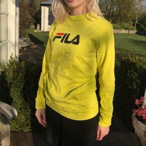 Neon fila trøje, størrelse xs i mandestørrelser så passer mere en s til kvinder Brugt 1 gang - det var en gave, så jeg kender ikke nypris :))