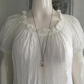 Varetype: Ny bluse Farve: se billede  Mp er kr. 300+Porto.  Jeg bytter ikke.