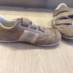 91c9d5e617d9 Varetype  kondisko sko løbesko Farve  Beige BYTTER IKKE og mindsteprisen er  50 pp måler
