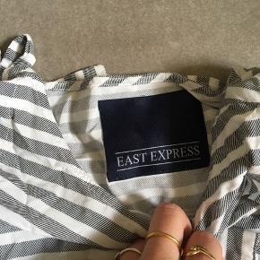 🗻Fin trøje fra East Express🗻  Den fejler intet, trænger dog til en strygning! Kom med et bud :)  *køberen betaler fragten*