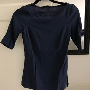 Sælger denne hugo boss bluse da jeg ikke får den brugt længere.   Flere billeder kan sendes.