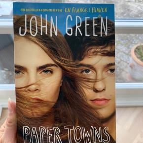 Paper Towns af John Green. På engelsk
