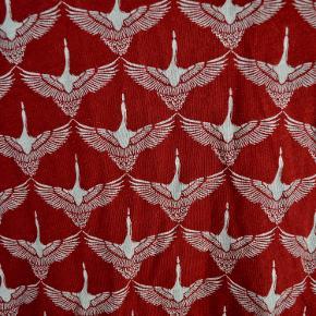 Skjorte/ bluse i bomuld. Med det smukkeste mønster formet af gæs (se billede nr. 2). Brugt få gange. Der står str. 10 i den, hvilket svarer til en lille m.