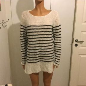 Selected femme hvid sweater  Størrelse S Lidt oversize.  Nyprisen mener jeg var 799,-