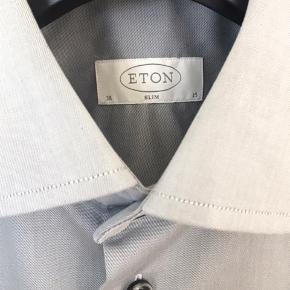 Har brugt skjorten én gang.   Nyprisen er 1.200,-