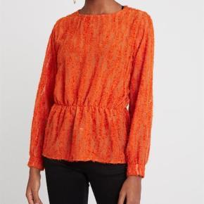 Brand: B. Young Varetype: Bluse Farve: Orange Oprindelig købspris: 400 kr.