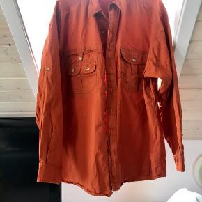 Lækker kvalitets skjorte (orange) fra Tenson i str. Large. Nærmest ikke brugt.