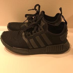 Adidas Boost - Triple Black Str. 40 2/3  Rabat ved køb af mere