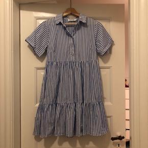 Smukkeste kjole fra BYIC. Brugt og vasket 1 gang :-)