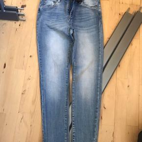 Fede sommer jeans... super fed under kjolerne  Kan hentes i Havdrup eller Næstved efter aftale