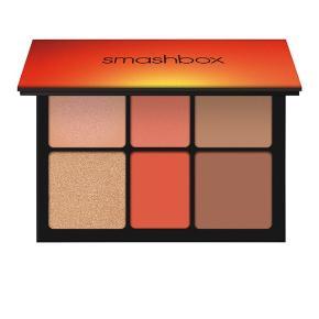 Ablaze face pallette fra smashbox  som består af brush, bronzer og highlighter farver - super fine farver! Helt ny med plombering! Koster 300 kr i butikkerne. Ved Ts betaler køber gebyret