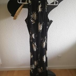 Ankel lang smuk kjole..