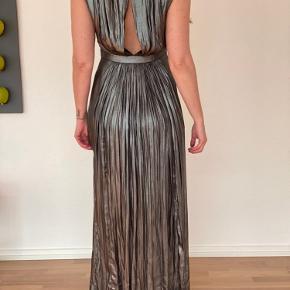 Sølv/grå kjole. Aldrig brugt