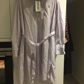 Smuk klassisk skjortekjole  Np 3400kr