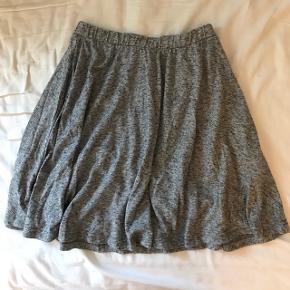 Fin nederdel fra Envii  Aldrig brugt  Str. X-small  Byd gerne