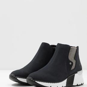 Super fede støvle sneakers de er desværre købt for små, har haft dem på 1 gang