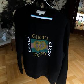 Gucci sweatshirt med logo på maven