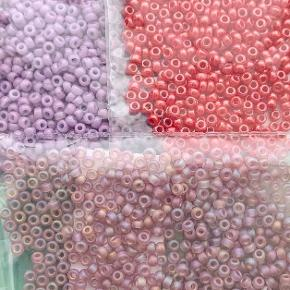 5g perler i hver pose Hulstørrelse = 0.8 mm  Sender med postnord.