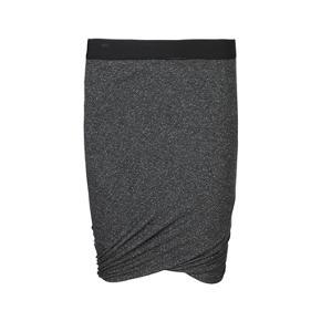 Flot draperings nederdel fra Part Two i en str S. Modellen hedder Blossom og sidder smukt på. Den har aldrig været brugt.  Købsprisen var 699kr   Køber betaler porto  Prisen er sat lavt så bud under bliver ikke besvaret