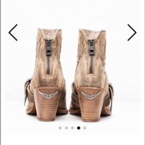 Flotte Zadig et Voltaire Cara-støvler med hæl (7 cm). Metal lynlås og 100% læder. Meget komfortable at gå i og fitter normal størrelse. Brugt maks 10 gange, dog er der få brugstegn. Ny pris 3700kr, kom med et bud. Skriv gerne for flere billeder