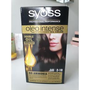 Hårfarve  Syoss: sortbrun hårfarve 40 kr DermaV10: sort hårfarve 20 kr Teal: pastelgrøn hårfarve 20 kr