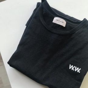 Wood Wood t-shirt Størrelse large - men er lidt lille i størrelsen   Nypris 450  Mp 150