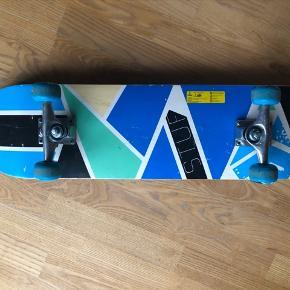 Skateboard søger legekammerat 😃.  Længde 78 cm - bredde 20 cm