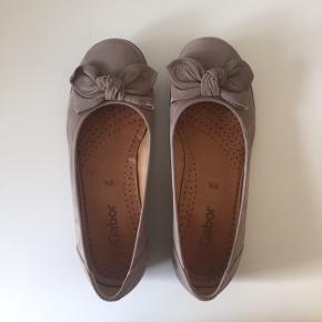 Gabor flats | ballerinasko  Str. 38 (5 1/2) Farve: grå  Max brugt 10 gange. Nypris: 600 kr Prisen er fast