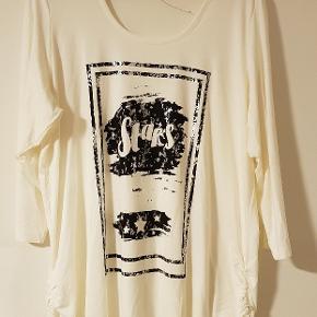 Flot ny bluse fra Zhenzi  Råhvid Str.M 46/48 140+38 i fragt med DAO
