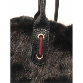 Gucci mink pels taske  Lukkes med lynlås Købt på Vestaire kvittering haves