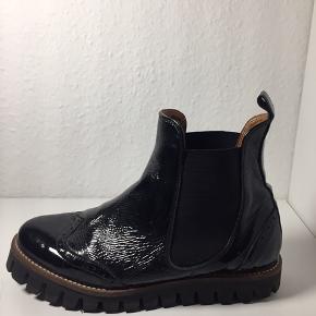 Vinterstøvler fra Ganni i sort. Brugt en halv sæson - str 38