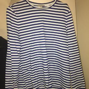 Flotteste blå-stribet trøje fra Cos. Trøjen er brugt maks to gange. Er åben for bud:)