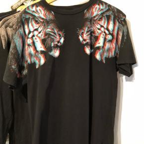 Rigtig fed trøje, sælger fordi jeg ikke bruger den mere. Den fejler absolut intet.